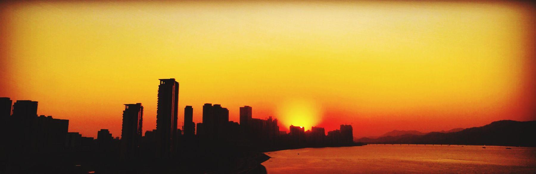 The setting sun (夕阳醉了) Setting Sun Dusk Hangzhou China IPhoneography Shots Zhejiang,China Enjoying Life First Eyeem Photo Lifestyle Snapshots Of Life Bridge