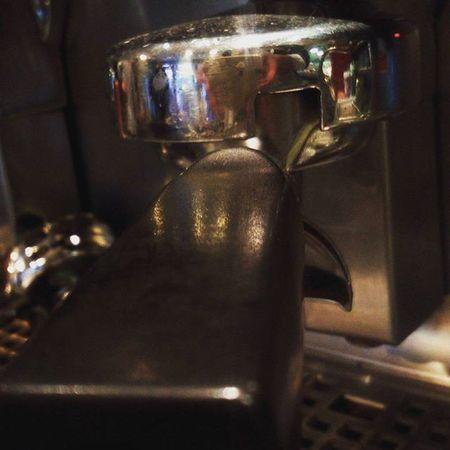 Ahoj kamarádi VARNSDORFŠTÍ. Teď dopoledne jsem u nás v kavárně @hosanacafe. Rád kohokoliv uvidím, můžeme si dát pěkné Vánoční dopoledne :) Cafe Coffee HEAD Portafilter espresso Espressomachine