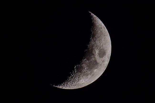 Moon Halfmoon Nikon D810 Nikon 200-500/5,6 Nightphotography Krater Der zunehmende Mond bei Nacht, gesehen in Braunschweig