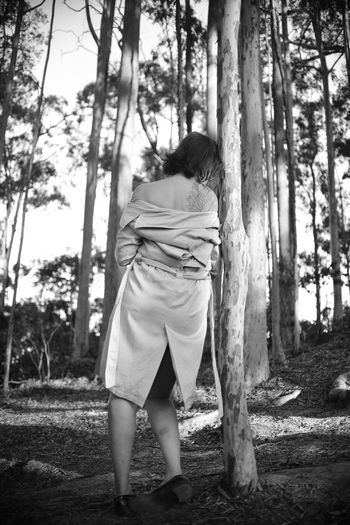 The Portraitist - 2019 EyeEm Awards EyeEm Best Shots Eye4photography  Getting Inspired My Best Photo ExploringBrazil Eucaliptus Forest Wandering Tree Trunk Tree Trunk One Person Plant Full Length Real People Rear View Land Lifestyles Leisure Activity Nature Standing Day Women WoodLand Casual Clothing Adult Outdoors Hairstyle Mood Monochrome Blackandwhite Eucalyptus