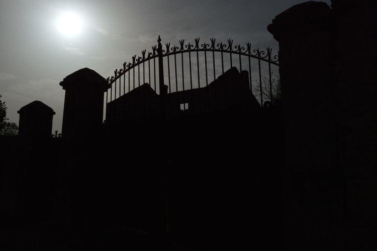 Back Lit Famous Place Gothic Beauty  Low Angle View Silhouette Sun Travel Destinations War
