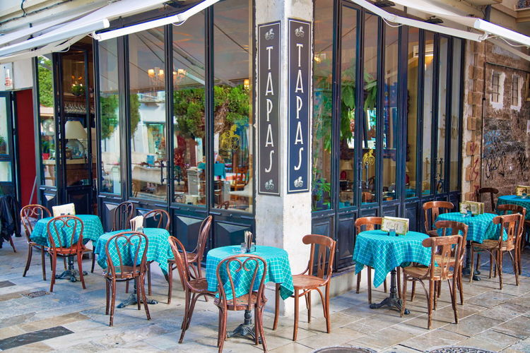 Trendy cafe serving national food near Royal Cathedral Trendy Cafe Restaurant National Fog Marisco Cofee Jamón Ibérico Jamon Jamon Serrano Snack Granada Granda, Spain Andalucía Andalusia Sandwich Olive Paella Mariscos Streets Historic Center City Outside Veranda