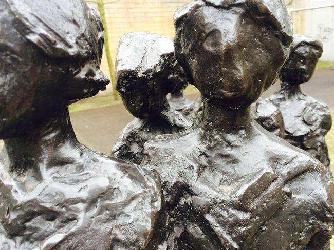 Sculpture Orphans Statue Heads Taking Photos Street Vibes