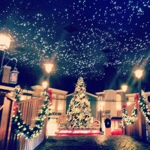 it's not even christmas but this is beautiful! Yankee Candle Christmas Lights Beautiful