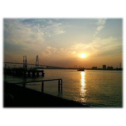 🌇 夕焼けが出ました🎶😉 Sunset came out🎶(*^^*) ※ ※ 名古屋港 Port_of_Nagoya 日本 Japan aichinagoya 夕焼け sunset 夕暮れ dusk 夕陽 settingsun 自然 nature 安らぎ Peace 眩しい Dazzling 夕空 evningsky 綺麗 beatiful 風景 landscape orangevista 🌇 sunset_japan_nagoya_mitu