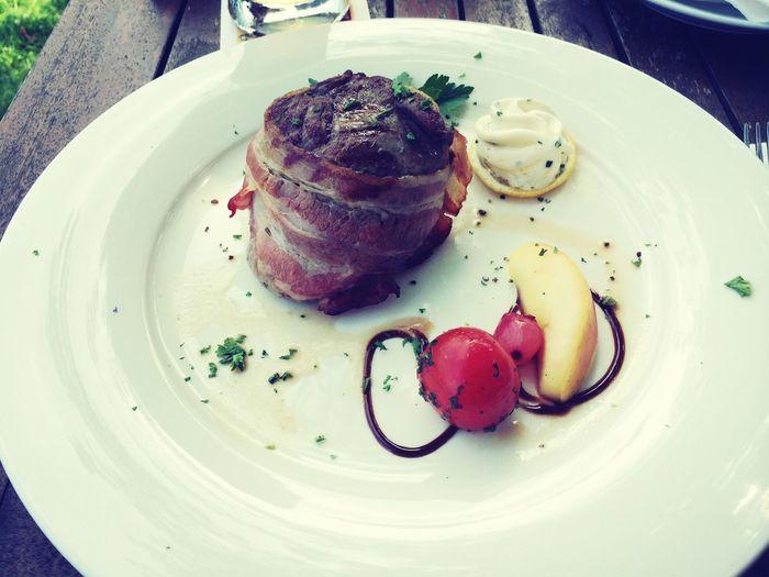 Food Porn Lecker Beef Angus Filet in Speckmantel mit Bratkartoffeln (nicht mit im Bild)