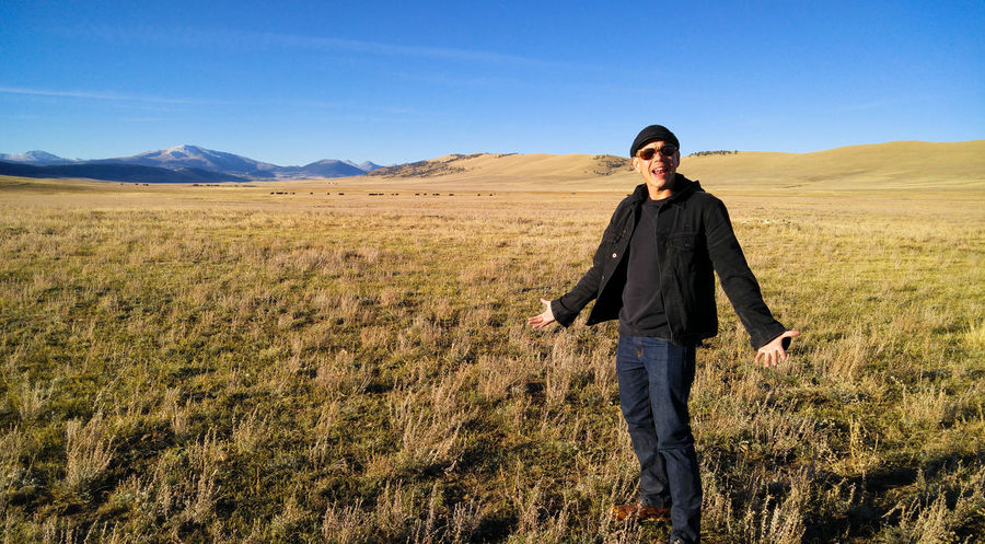 WTF? Colorado EyeEmNewHere Grass Loner Lost Lost in the Landscape Man WTF What The...  Field Landscape Middle Of Nowhere Mountain Nowhere One Man Only One Person Outdoors Sky Smiling Valley Where Am I?