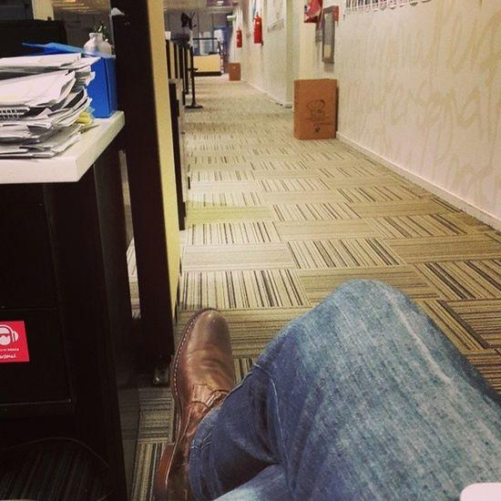 Cosas que pasan cuando te olvidas la tarjeta de la oficina Esperando Encerrado Delladodeafuera Waiting aburrido