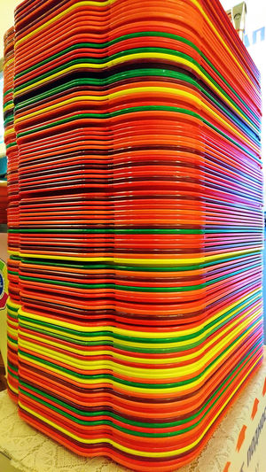 PLAKATiv Tablett-Ausgabe Abstract Trays Bunt Bunte Plastik-Tabletts Close-up Colorful Colorful Food Trays Colorful Life Food Trays Food Trays In GUM Restaurant Kantine Multi Colored Orange Red Yellow Green Red Yellow Green Take A Tray