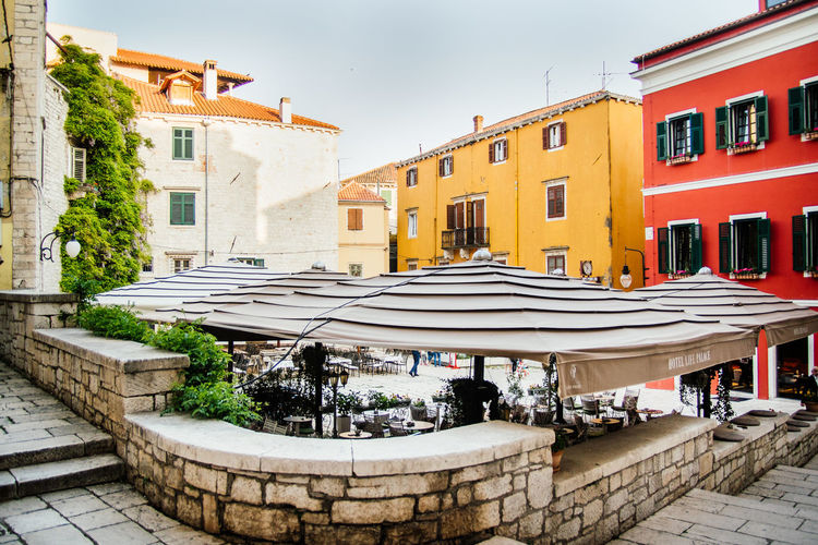 Market Place with colorful houses and umbrellas in Croatia Colors Exploring Architecture Building Exterior Built Structure Cafe City Colorful Day High Angle View Outside Residential District Seat Sidewalk Cafe Summer Feeling Travel Destinations