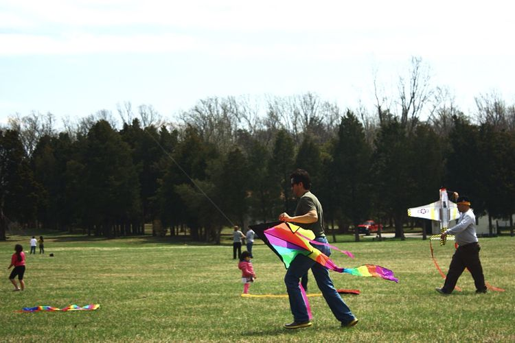 Kite Festival Kite Flying Colorful Kites At The Park Kite Flier Kites Kiteflying Airplane Kites Kite Runner