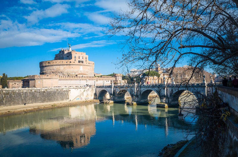 Ponte sant angelo over tiber river against sky