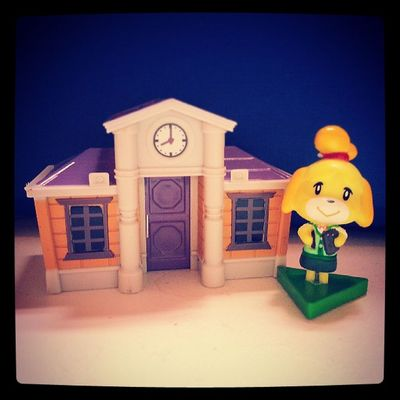 It's almost time! Animalcrossing Newleaf 3DS Cute figurine townhall isabelle