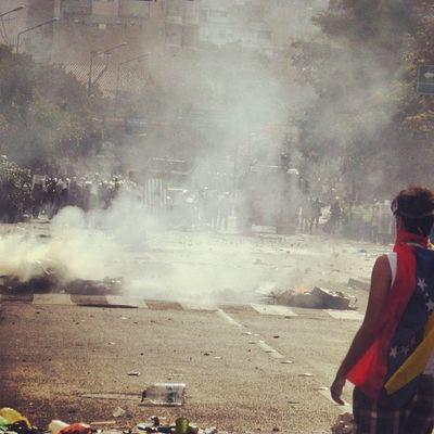1abril 1A Chacaito Venezuela sosvenezuela ResistenciaVzla sos laverdad estudiantes gobiernocorructo prayForVenezuela fuerza elquesecansapierde marcha guarimba estudiantes resistencia capuski laluchasigue gnb pnb valientes lacrimogenas tanqueta ballena