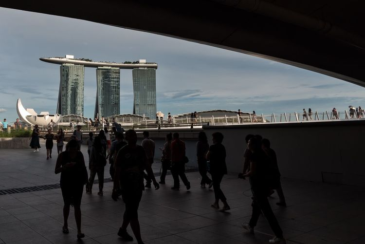 View of the iconic Marina Bay Sands and ArtScience Museum from under the Esplanade Bridge. ArtScience Museum Skyscraper Marina Bay Sands Singapore Architecture Real People Crowd Group Of People Built Structure Large Group Of People Travel Destinations The Street Photographer - 2018 EyeEm Awards #urbanana: The Urban Playground