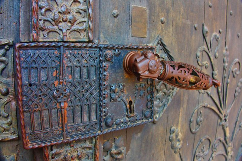 Antique door Door Safety Outdoors Protection No People Day Close-up Antique Castle Oberes Mittelrheintal Rochuskapelle Germany🇩🇪 Church Wooden AMP PICTURES The Architect - 2017 EyeEm Awards