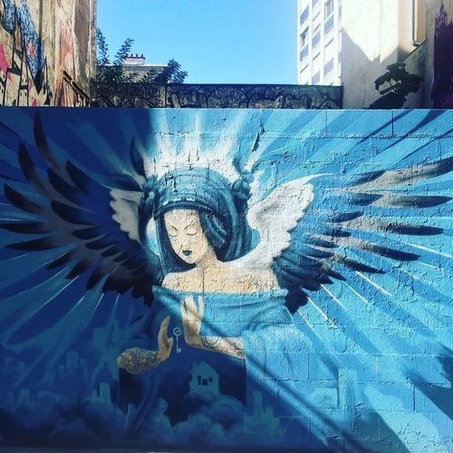 Preying #angel by #vincentbruno #vincentbrunoart #blue #collectif3couronnes #streetart #graffiti #spray #bombing #wall