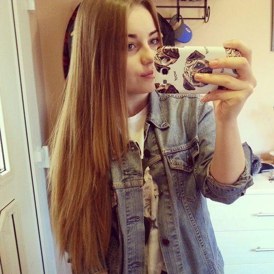Hieveryone Afterschool  Selfie Pugs longhair polishgirl mirror mirrorselfie selfieinmirror levis levisjacket onlyoneday freetime winterholidays funnygirl tagsforlikes