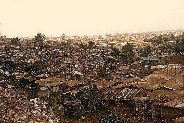 #Kibera #Nairobi #Kenya #Photography #SpokenWorlds ©Olad Aden Kenya Nairobi NairobiKenya Kibera KiberaStories Landscape Landscape_Collection Landscape_photography Urban Urban Geometry Urban Landscape City Cityscape City Life Eye4photography  Welcome To Black