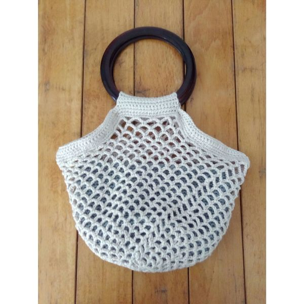 Bolso ganchillo vintage. #milcentdeucrochet Crochet Crocheting Crochetlove Crocheting Is My Hobby Ganchillo EyeEm Selects Coathanger Home Showcase Interior Hanging Fashion Pattern Wood - Material Elégance Design Close-up Needlecraft Product Ball Of Wool Sewing Item Sewing Clothes Rack Boutique Fashion Industry Textile Industry Fashion Designer Coat Hook Button Fitting Room Knitting Knitting Needle Clothing Store