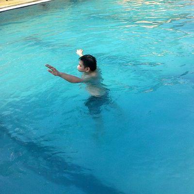 Drowning...?!..No, im not!!! Asterinasazalie Instaasterinasazalie Instaswim Swimming hardwork instagram kolam