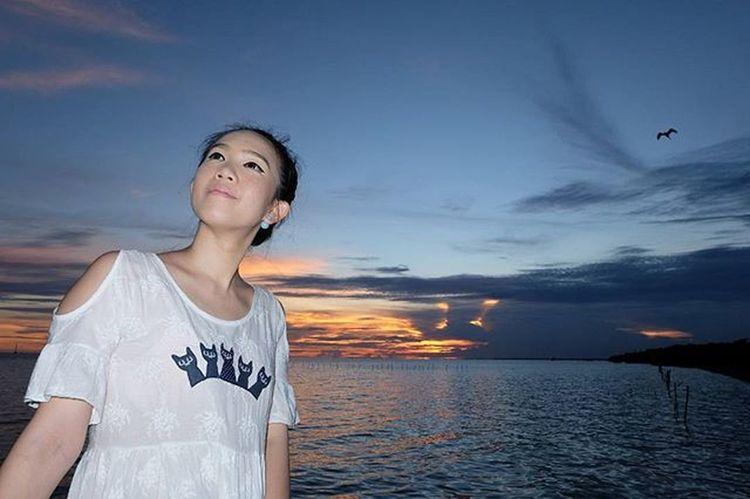 ... . . . บางปู ... อีกครั้ง ... ยังจำได้ 11 / 10 / 2558 . . . Fujifilm Fujixseriesclubthailand Sunrise_sunsets_aroundworld Sunrise_and_sunsets Recreation  Twilight Ig_thailandia Loves_siam Thailand_allshots Igersworldwide Adayinthailand Sunset_madness Icu_sunset Icu_thailand Portrait Dusk Skylovers Bestshot Instagood Travelingram Girl Women