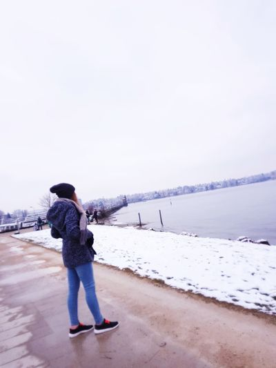 Woman Bodensee Outside Konstanz Trip Follow Swizz Picoftheday Naturelove Art#simplelife Energie Motivation Fotos Sun Photography View Photoofday EyeEm Selects Full Length Water Sea Warm Clothing Beach Cold Temperature Standing Winter Men Rear View Sunset Horizon Over Water