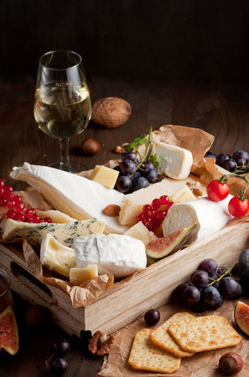 Camembert Degustation Nuts Tasting Cheese Close-up Different Food Food And Drink Food Photography Freshness Fruit Healthy Eating Indoors  No People Parmesan Variation Variety Wine