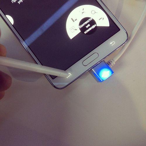 Презентация Samsung Galaxynote3 и Galaxygear . Сенсорные клавиши реагируют на стилус SPen .