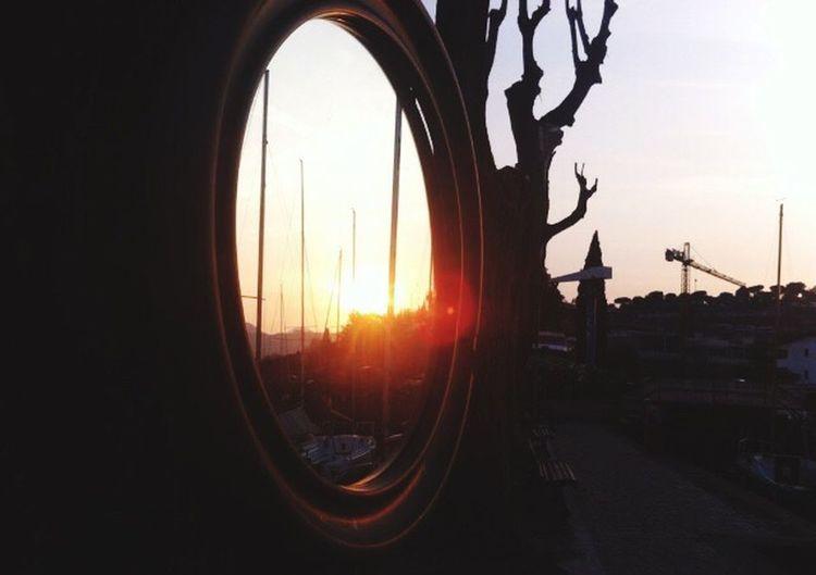 Sun_rise_in_the_mirror