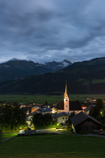 Abend Berge Himmel Hohe Tauern Parrkirche Piesendorf Pinzgau Salzburger Land Wolken Zum HL Laurentius Langzeitbelichtung Österreich