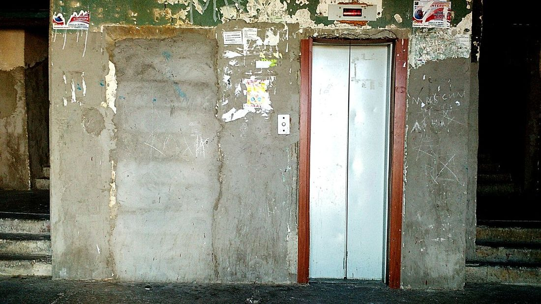 Такой вот у нас лифт Architecture Built Structure Building Exterior Damaged No People Outdoors Lift