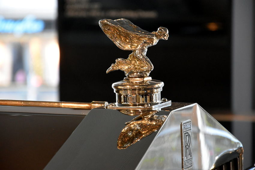 Luxury Luxury Car Dreamcar Car Car Sign Rr Mirrored Mirror Reflection Mirror Figure Golden Hour Gold Spirit Of Ecstasy Berlin Photography Rolls Royce Rollsroyce Rollsroyceclassic Indoors  Close-up Focus On Foreground Day