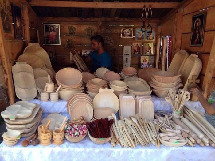 Kitchenwares... all made of wood and by hand. Food And Drink Handicrafts Kitchenware Indoors  Sitting Food Large Group Of Objects Healthy Eating Variation Lifestyles Container Table Mature Men Abundance Childhood Vegetable Person Pottery Bowl Choice Arrangement