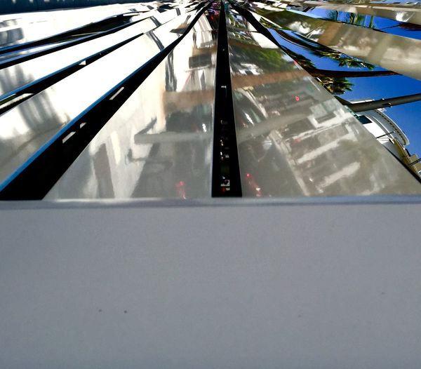 Building Mirrors Metal Beverly Hills California Architecture Straight Lines Narrow Simetrical Even