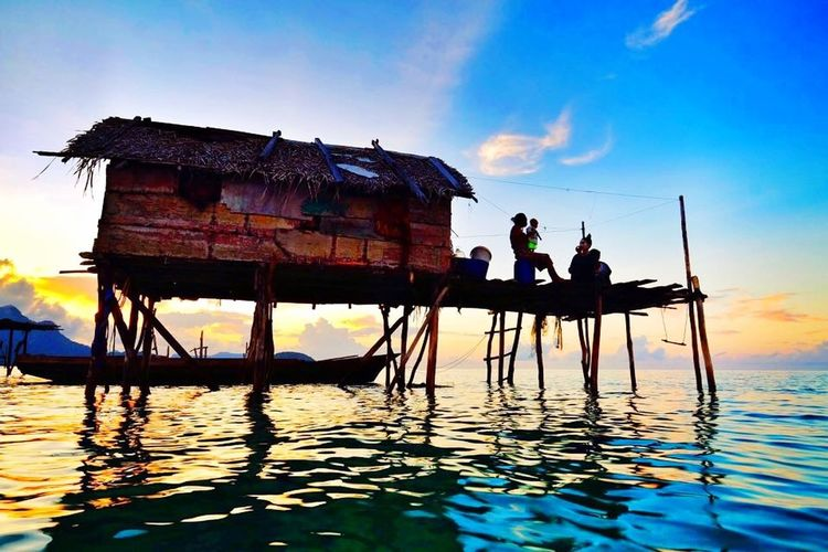 Good Morning from Maiga Island Semporna - the sea gypsies house Check This Out Sabah Island Taking Photos Clouds And Sky Sunset Houses And Windows EyeEm Nature Lover Beautiful Nature