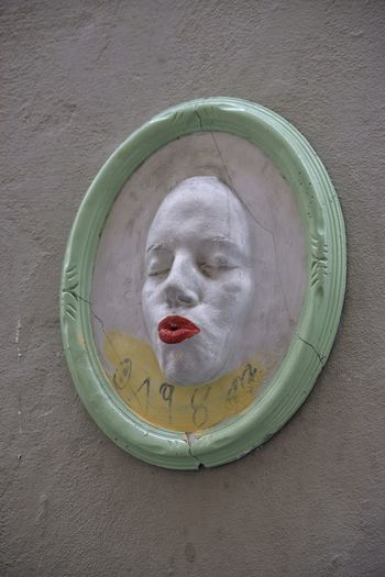 Circle High Angle View Directly Above Close-up Mask Florence Day The Week On EyeEm Visit Italy Italy Plaster Cast Plaster Model Lipstick City Outdoors Street Photography Masks Kissing Lips Lipstick Life Is Art Painted White On A Wall Closed Eyes