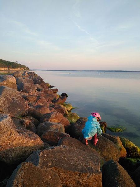 EyeEm Selects Danmark Natur One Person Sky Outdoors Sea View Child sunset #sun #clouds #skylovers #sky #nature #beautifulinnature #naturalbeauty photography landscape Sunset Romantic Freshness Rural Scene