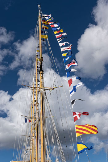 Pavoisement Arts Culture And Entertainment Boat Brest 2016 Brest2016 Cloud Cloud - Sky Cloudy Day Flags In The Wind  Fêtes Maritimes Low Angle View Mast Multi Colored Outdoors Sky Tourism
