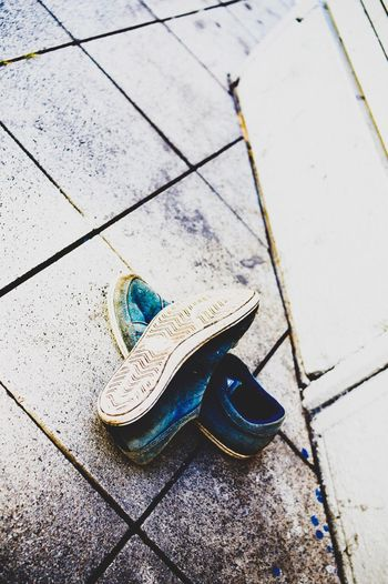 Lifestyles Summer Relaxation Footpath Outdoors No People Paving Stone Day Memories Careless Man Made Object The Way Forward Urban Street City Life Streetphotographie Street Style Focus On Foreground Streetphotography Sneakers Sneakers Of EyeEm Shoes Blue Sneakers