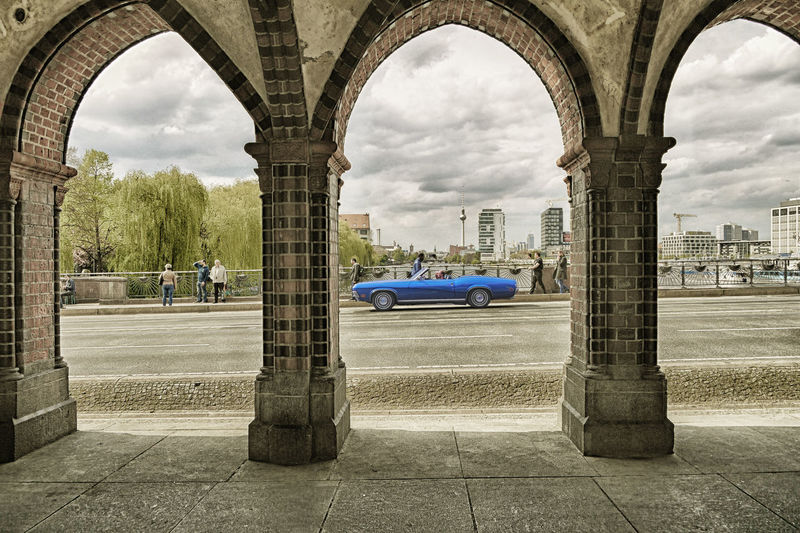 Hardly seems the sun, are the poser back on the steets. Berlin Berliner Ansichten Car Cityview Moving My Favorite Photo My Fuckin Berlin Poser Railway Viaduct Street Streetview The Architect - 2016 EyeEm Awards The Street Photographer - 2016 EyeEm Awards My Commute