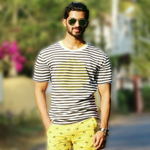 Follow me On instagram @ schands 😘✌ Self Portrait Traveling Hanging Out Menfashion Menstyle First Eyeem Photo Handsome Today's Hot Look That's Me Check This Out Cheese! Hi! Instagram Hello World Life Is A Beach Hot Fashion Cheers Enjoying Life Sunglasses Beard Model Taking Photos Street Photography Beautiful