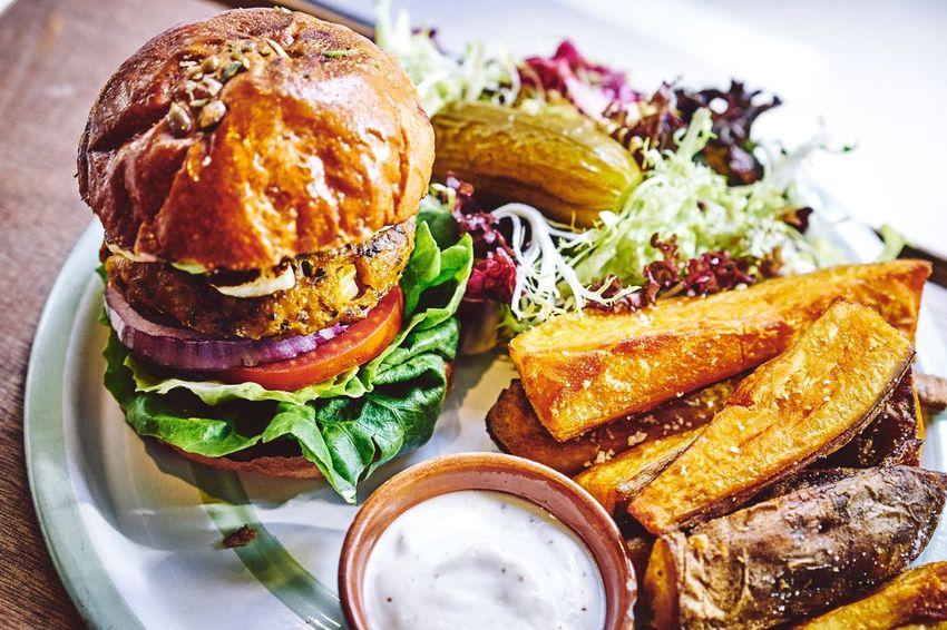 Healthy and full Burger Gourmet EyeEm Best Shots EyeEmBestPics Anythingbutbeautiful Light And Shadow Vegan Vegan Food Veganfoodporn Veganfood Foodporn Foodie Burger Time Foodphotography Food Porn