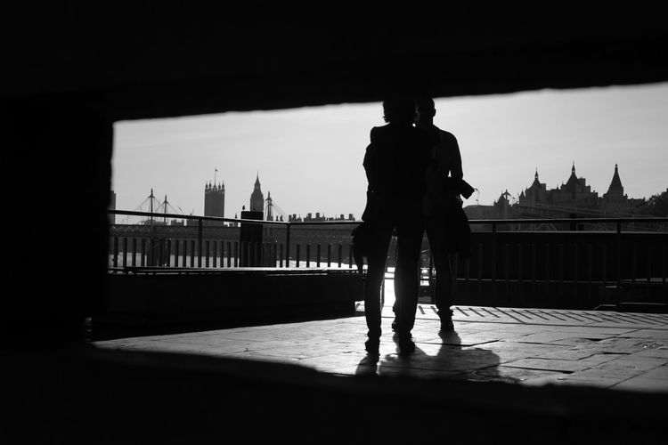 Big Ben Couple Dating Hug London Architecture Bridge - Man Made Structure Kissing People Silhouette Tourism Travel Destinations Postcode Postcards Black And White Friday Stories From The City #urbanana: The Urban Playground 50 Ways Of Seeing: Gratitude Streetwise Photography