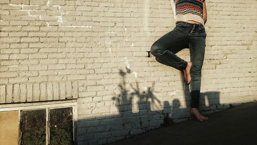 Legs Ballet Pose White Brick Wall Old Wall Jeans Feet Dry Shadow Flowerpots