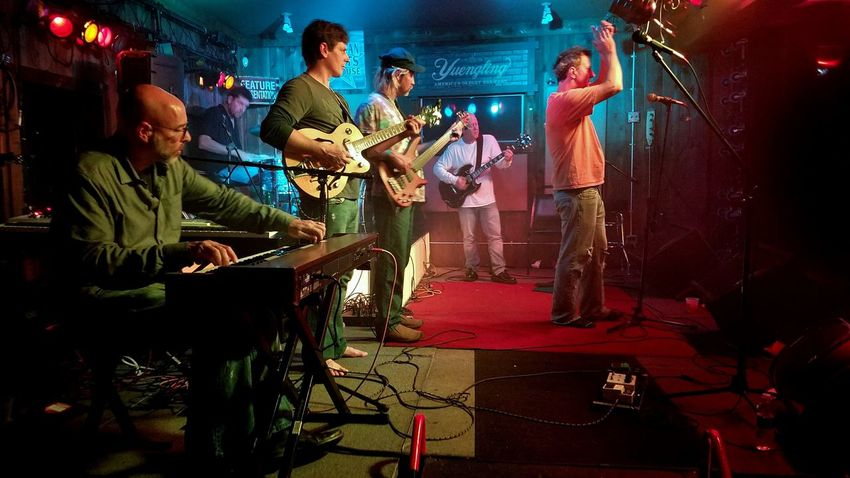 Adult Adults Only Arts Culture And Entertainment Band Electric Guitar Full Length Guitar Indoors  Men Music Musical Instrument Musician Night People Performance Performance Group Playing Real People Rock Band Rock Band Concert Rock Music Singer  Singing Sommergefühle