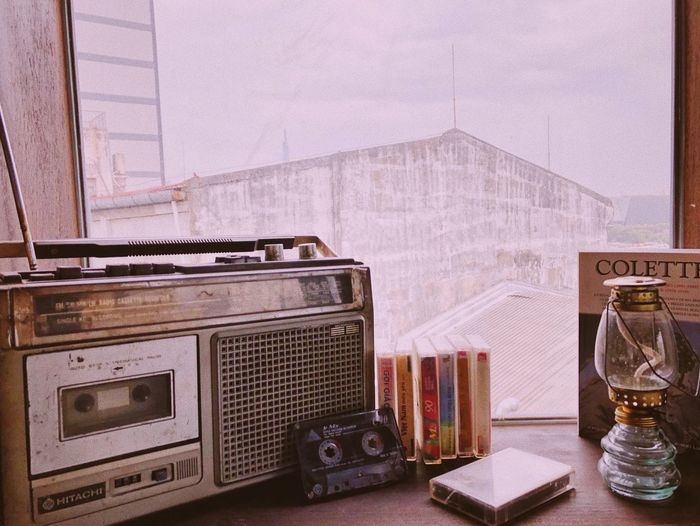 Old but Gold Streetphotography Product Photography Phoneography Vintage No People Indoors  Radio Retro Styled Table Music Wall - Building Feature Old