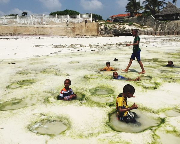 African way of life Family Happiness Africa Fun Holiday Water Ocean Beachphotography Beach Kenya Boys Childhood Playing Beach Sand Child Fun Leisure Activity Togetherness Day Friendship People Men Real People
