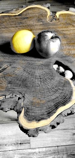 Huawei (Lemon and Apple) Lemon Leon And Apple Garden Colors Kitchen Fruits In Homeroom Fruit Fruit At Wood High Angle View Close-up Wooden