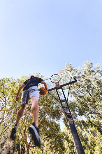 Adventure Basketball - Sport Boys Clear Sky Climbing Day Exercising Extreme Sports Full Length Leisure Activity Lifestyles Low Angle View Low Section Men Motion Nature One Person Outdoors People Real People Skill  Sky Sport Tree